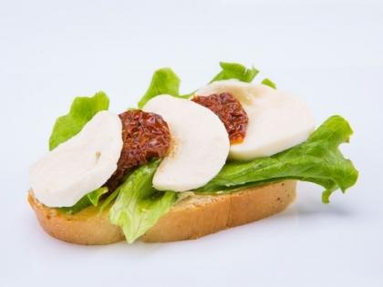 Obložený chlebík Mozzarella