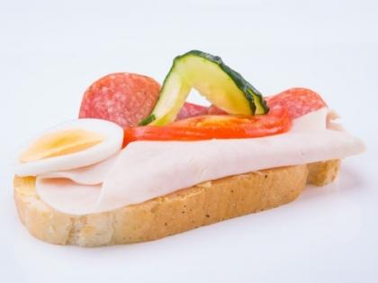 Obložený šunkovo salámový chlebík