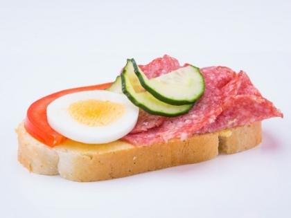 Obložený salámovo syrový chlebík
